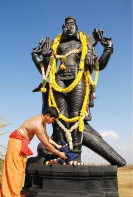 Shanidev Black Statue Images in HD Quality