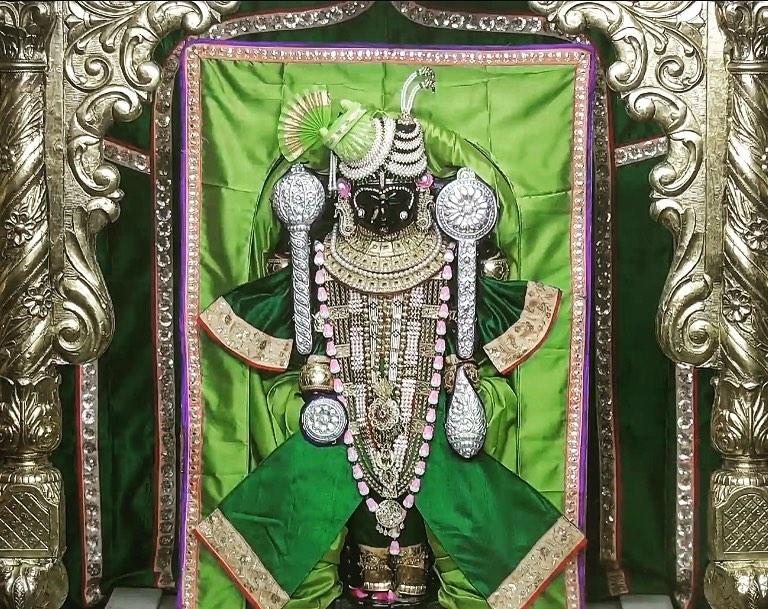 Image of Dwarkadhish Temple